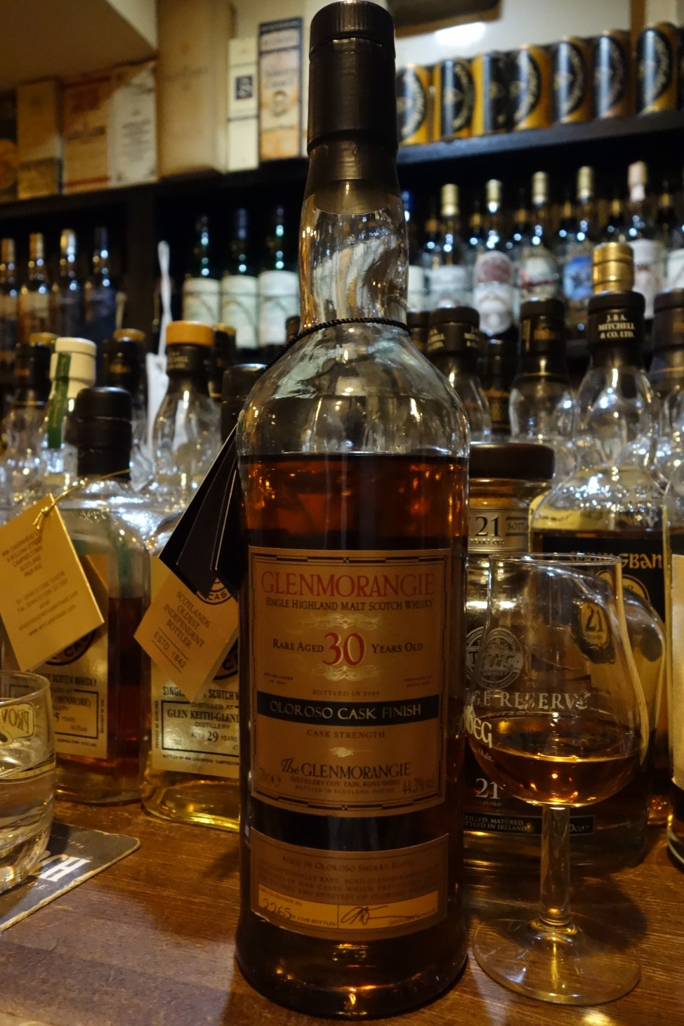 "グレンモーレンジ GLENMORANGIE 30yo OB ""OLOROSO CASK FINISH"" bottled in 2004 (2)"